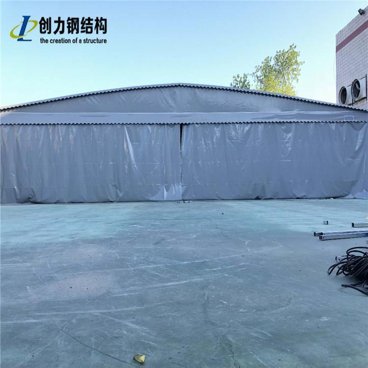 哪些因素会影响可伸缩遮阳篷的性能?
